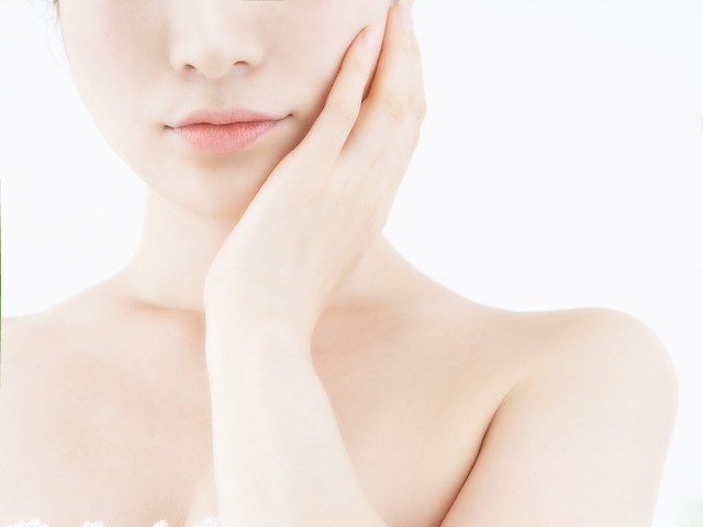 顔の筋肉が凝りによる血流の悪さが肌トラブルの原因になります