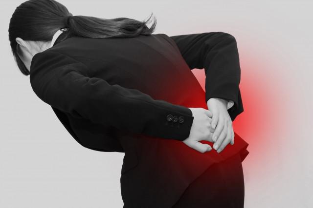 身体の歪みや筋肉の凝りも腰痛の原因です