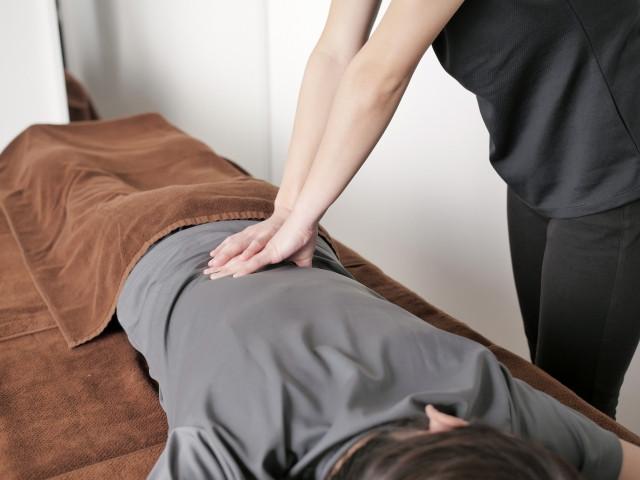 身体の歪みと自律神経を整える施術で症状を改善します
